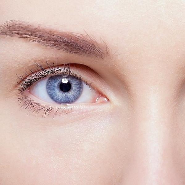 Zdrowa i napięta okolica oczu dzięki zabiegowi odmładzającemu