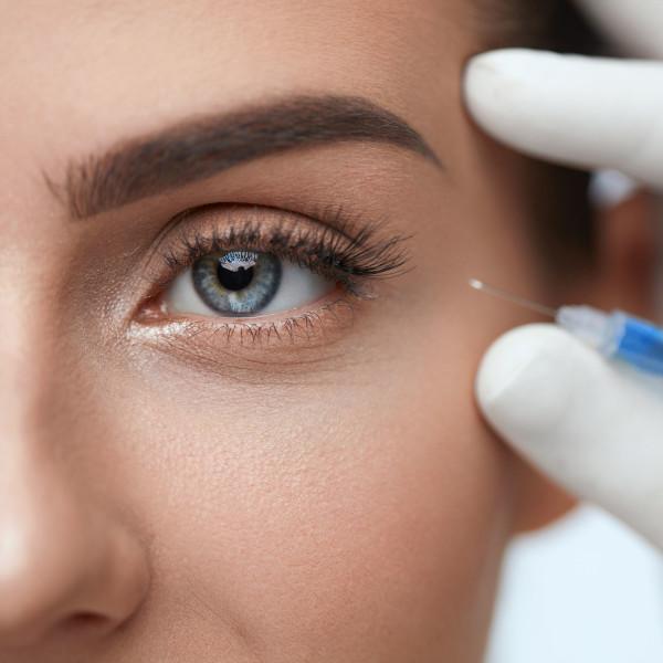 Zabieg mezoterapii igłowej okolicy oczu w gabinecie
