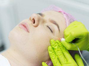 terapie łączone - julie - skuteczność naniesiona na ciało modelki