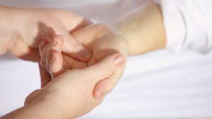 Popraw kondycję skóry dłoni w gabinecie dzięki szerokiemu wachlarzowi zabiegów.